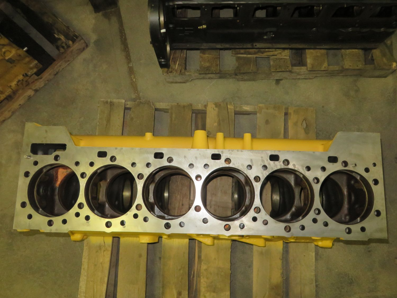 F in addition F furthermore Blk moreover F additionally Cat Cylinder Head. on 3406e head