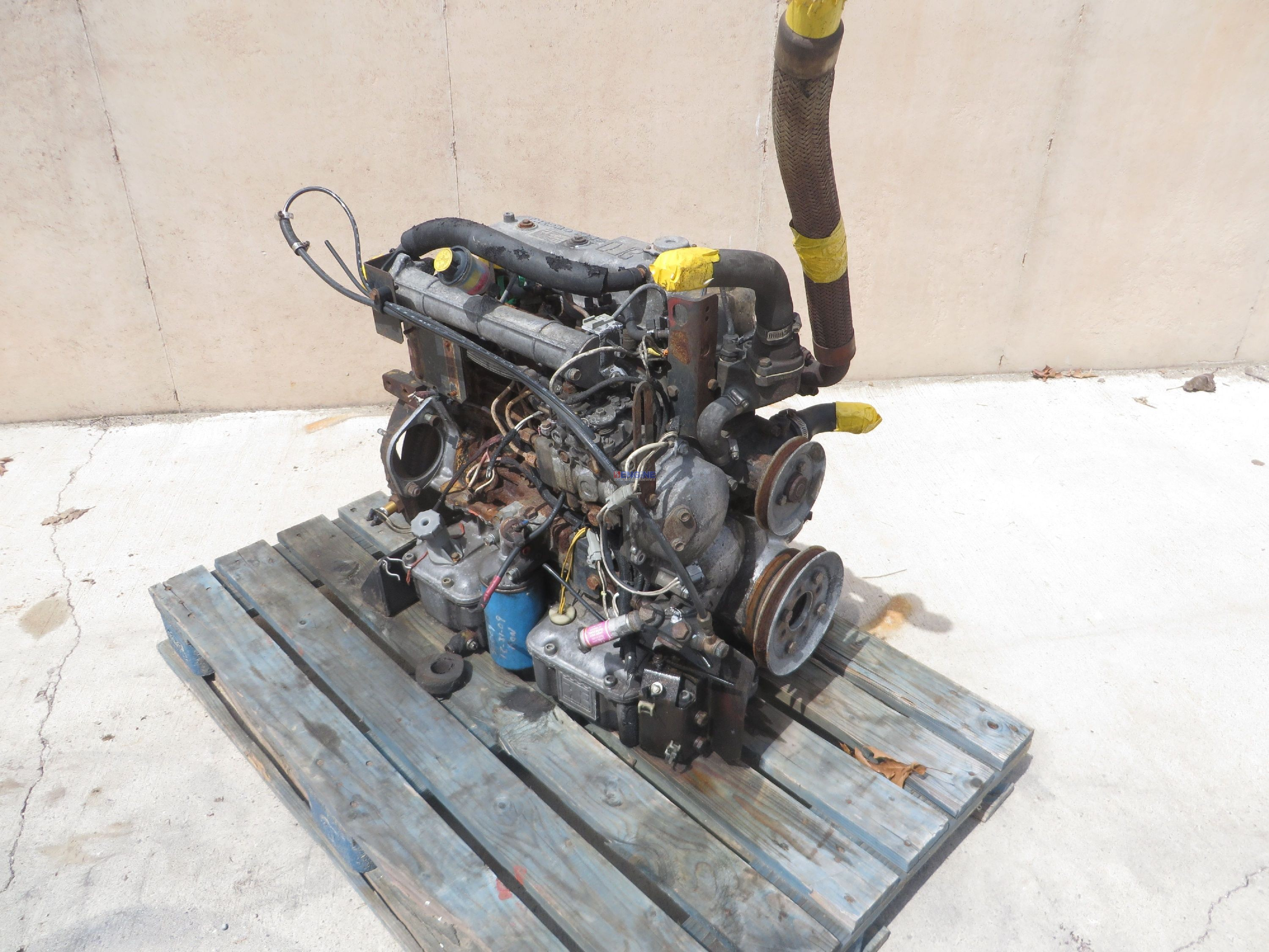 r  f  engine isuzu is 2 2l  d201  engine complete good